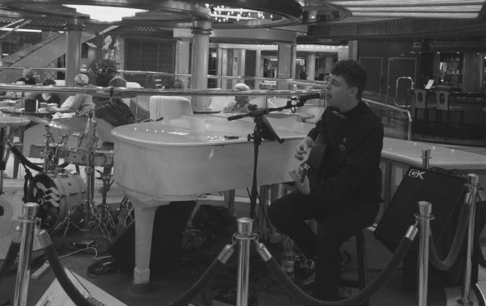 Max Hixon Acoustic Set On Royal Princess